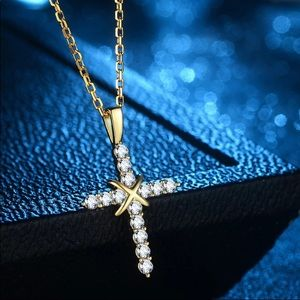 NEW Gorgeous Gold Cross Necklace